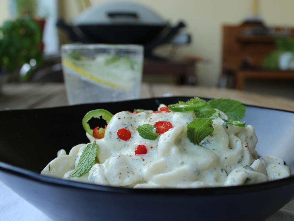 Nudelsalat-mit-Joghurt-und-Minze_Detail-side.jpg