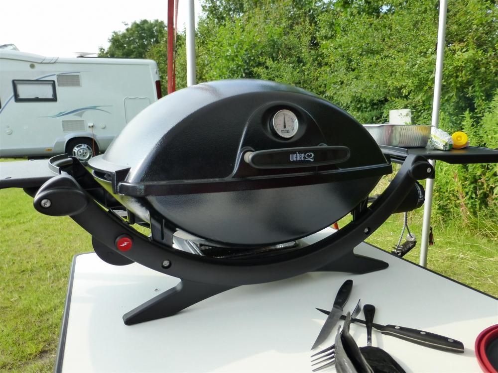 weber q220 als mobiler grill grillforum und bbq www. Black Bedroom Furniture Sets. Home Design Ideas