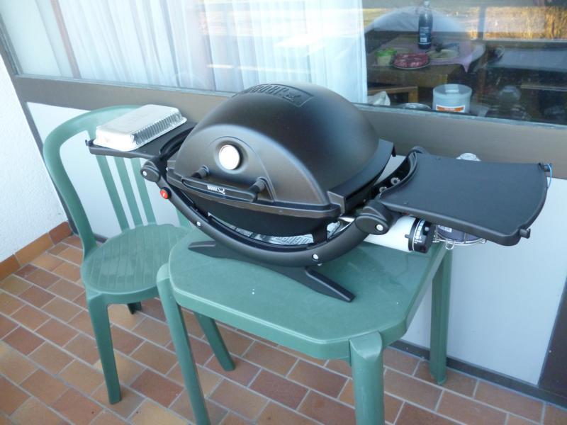 weber tisch gasgrill com forafrica. Black Bedroom Furniture Sets. Home Design Ideas
