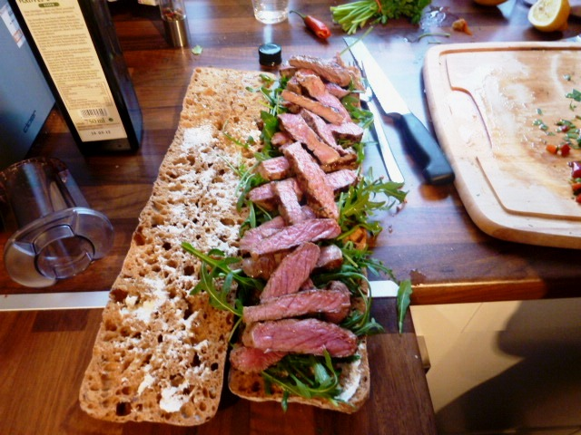 Steak Sandwich Mit Knusprigen Kartoffeln Gratinierten Pilzen Und