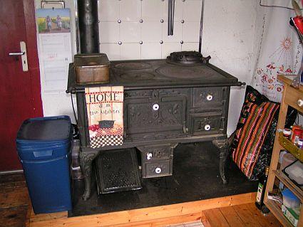 heute in der k chen auf dem holzofen mit dem wok. Black Bedroom Furniture Sets. Home Design Ideas