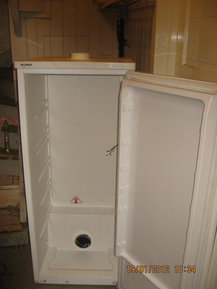 alten k hlschrank zum kaltr ucherschrank umbauen grillforum und bbq. Black Bedroom Furniture Sets. Home Design Ideas