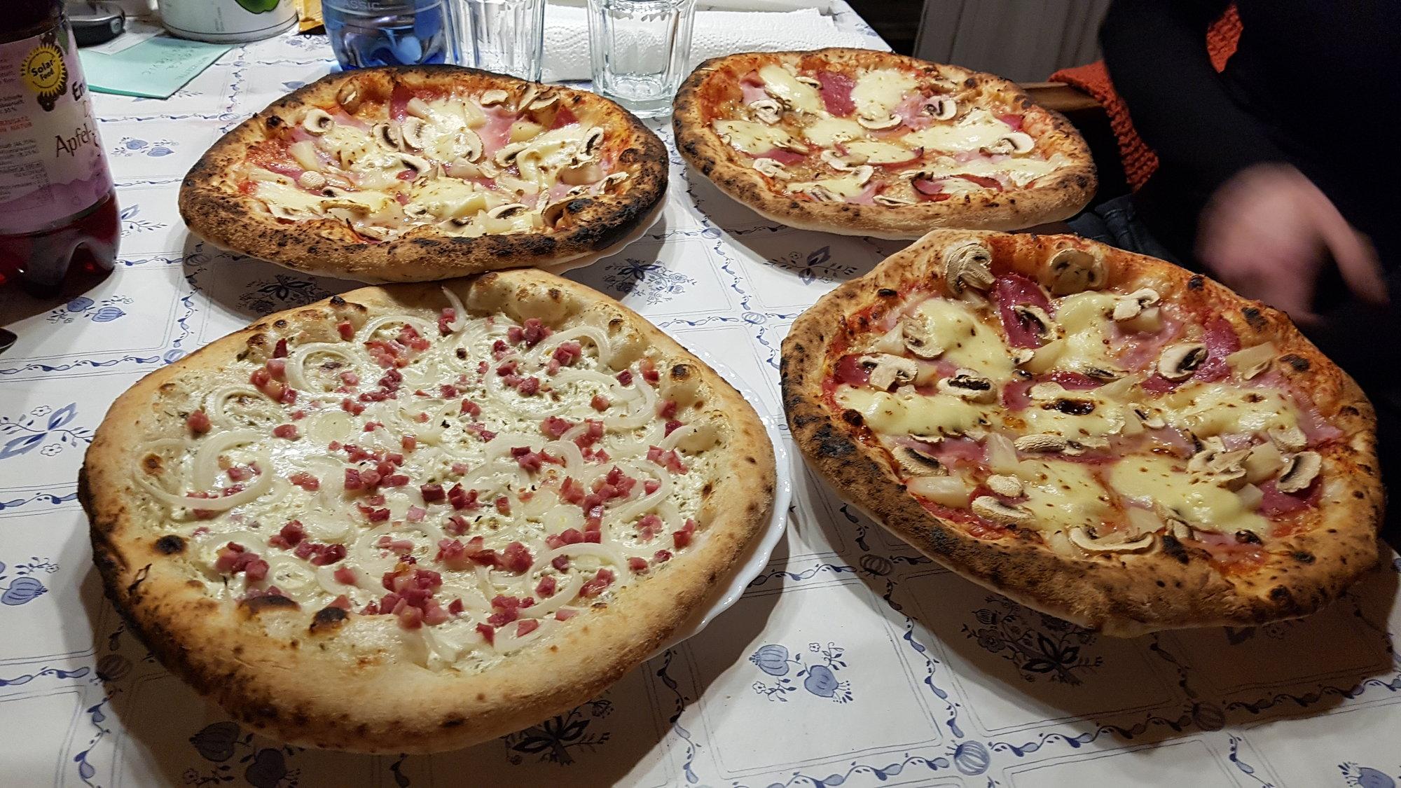 Pizza fertig 4.jpg