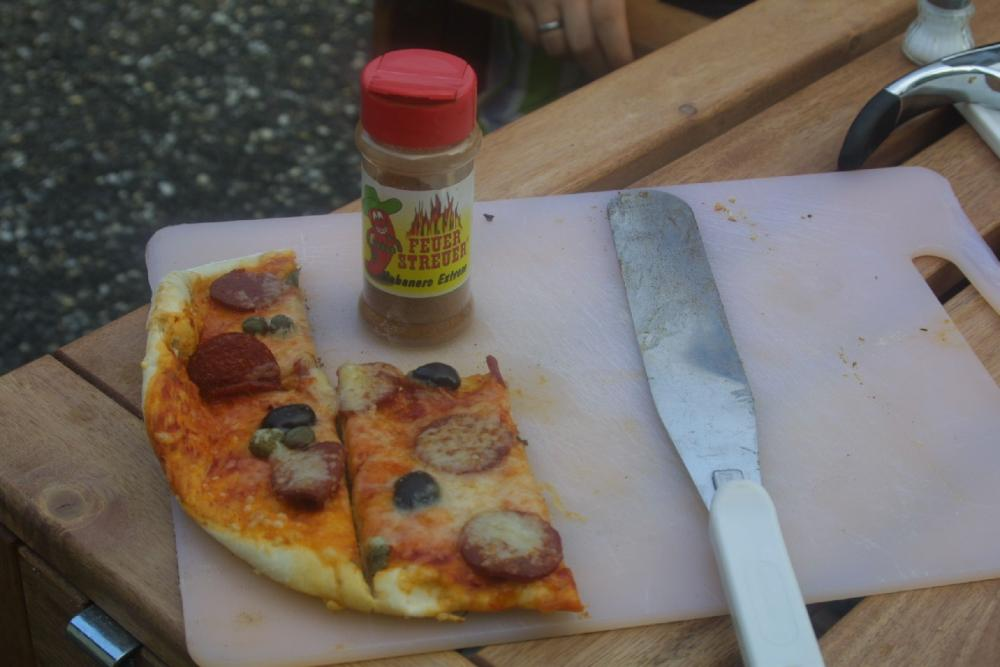 Pizza+Feuerstreuer.jpg