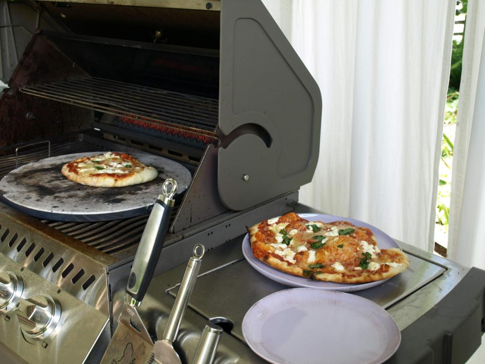 weber gasgrill pizza backen backburner grill nachr sten. Black Bedroom Furniture Sets. Home Design Ideas