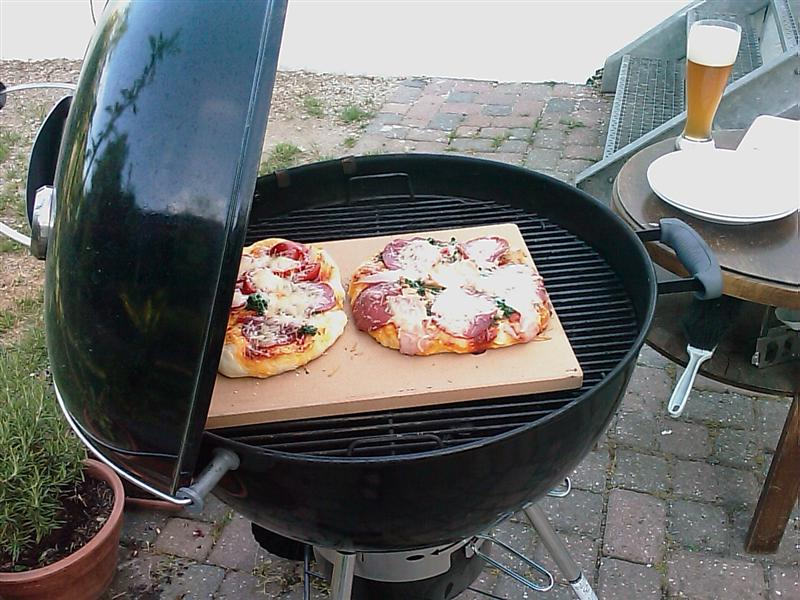 panik pizza mit weber seite 3 grillforum und bbq. Black Bedroom Furniture Sets. Home Design Ideas