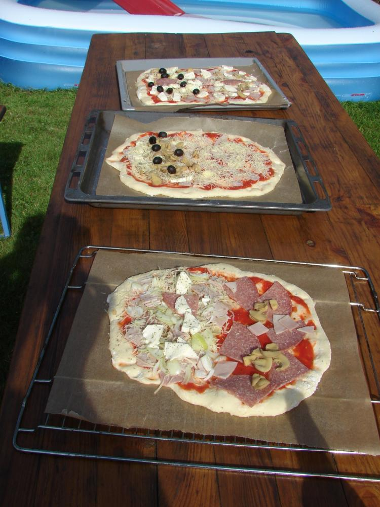 Pizzen roh.jpg