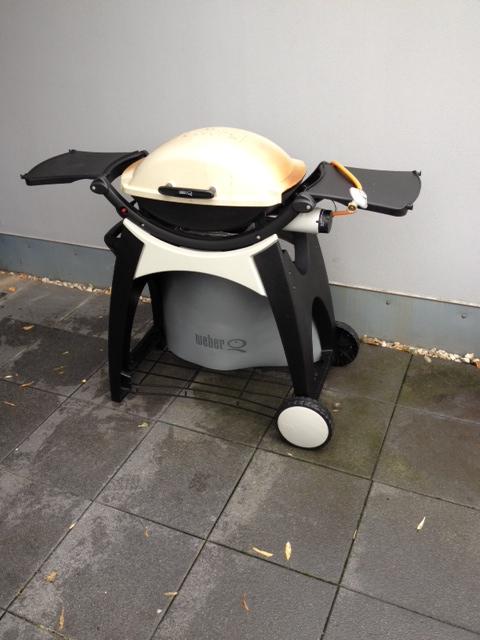update weber q200 premiumwagen abdeckhaube grillforum und bbq www. Black Bedroom Furniture Sets. Home Design Ideas