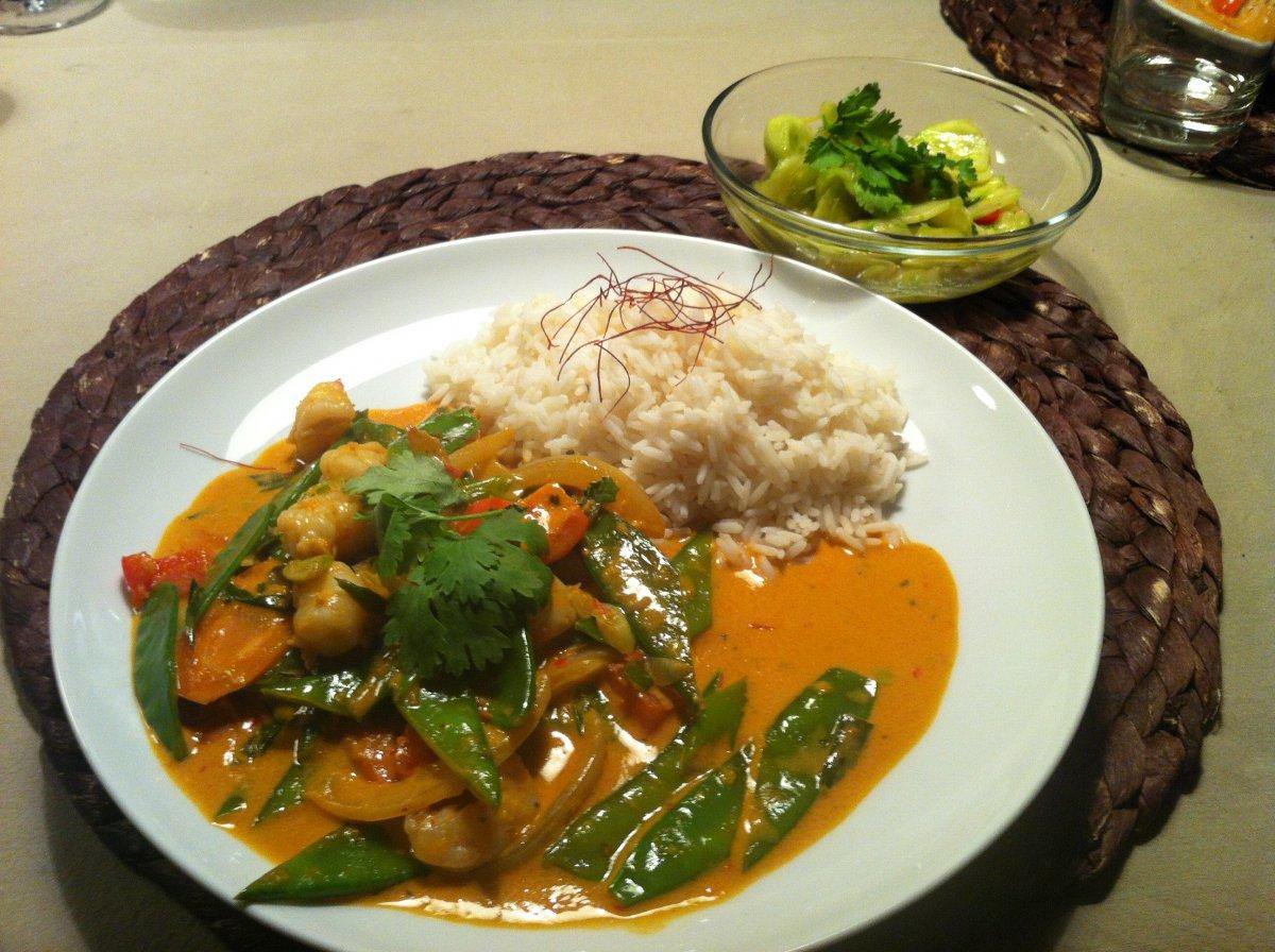 rotes Thai- Curry, Thai- Gurkensalat.JPG
