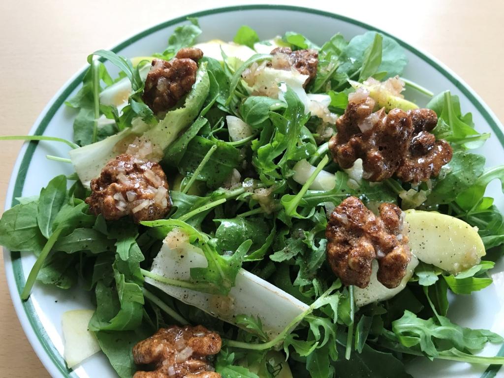 Salat-mit-Walnüssen-Chicoree-Rucola-Apfel.jpg