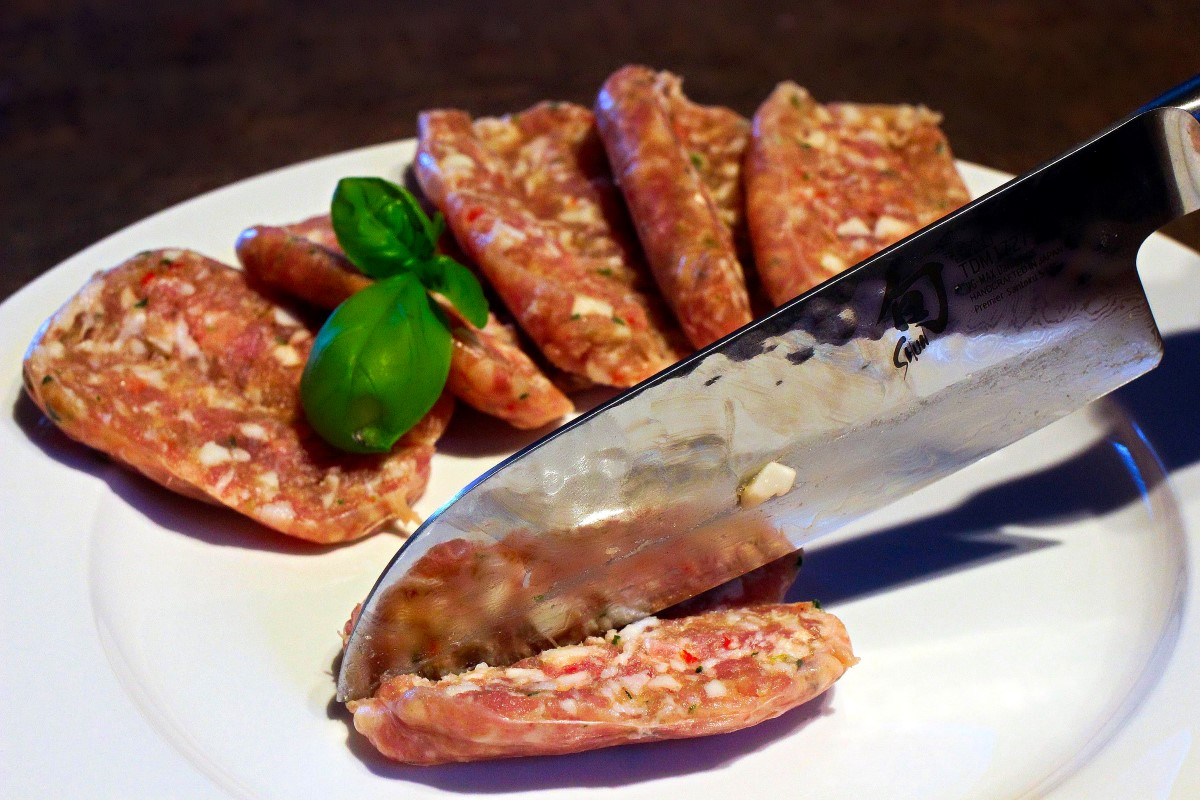 Salsicca wird aufgeschnitten.JPG