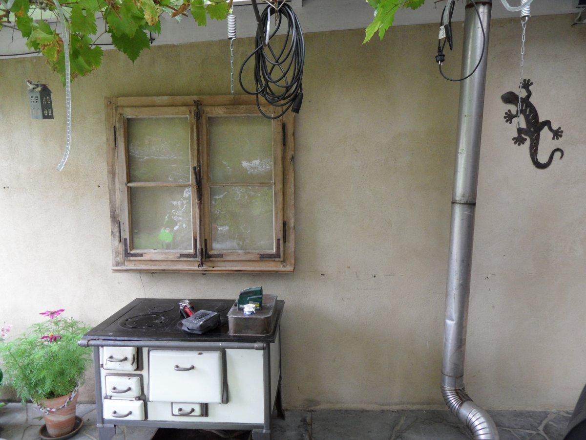Sommerküche Xxl : Essen kochen in der kleinen sommerküche menschen view