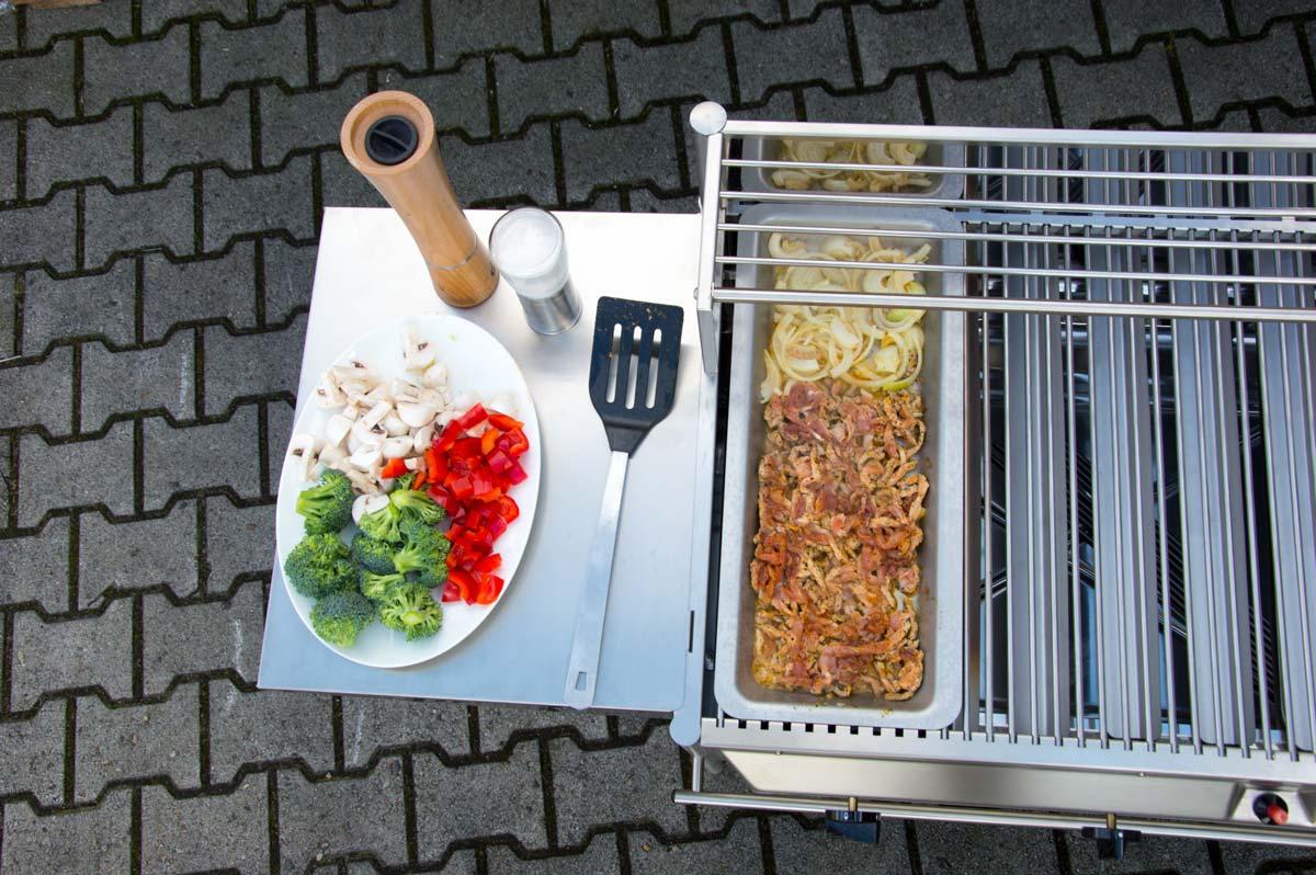 Seitenablage-Seitentisch-fuer-den-Grill-3.jpg