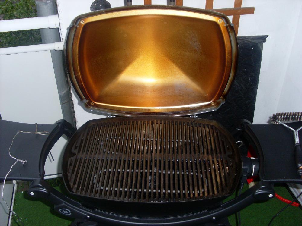 reinigen des grilldeckels des weber q240 grillforum und bbq. Black Bedroom Furniture Sets. Home Design Ideas