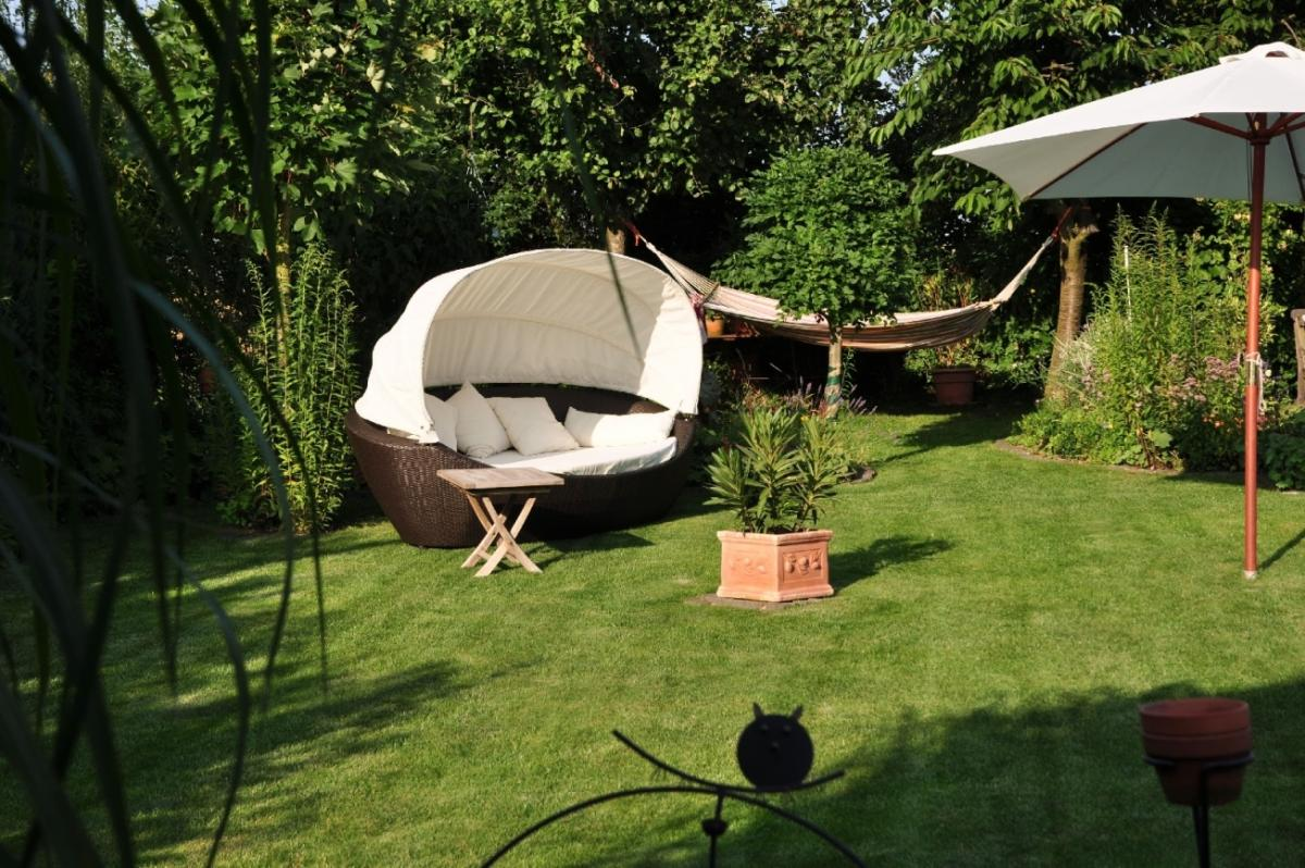 sonneninsel polyrattan couch mit dach kaufberatung grillforum und bbq. Black Bedroom Furniture Sets. Home Design Ideas