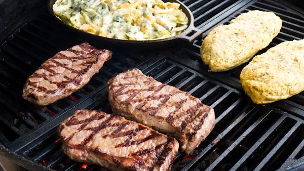 Steaks mit Beilagen.jpg