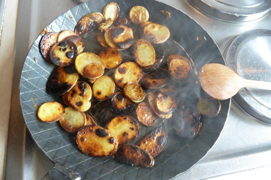 einweihung der turk schmiedeisenpfanne mit argentinischem roastbeef bratkartoffeln. Black Bedroom Furniture Sets. Home Design Ideas