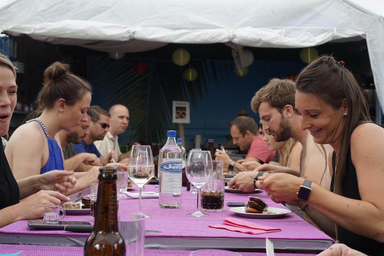 Tisch essen gemeinsam 1.JPG