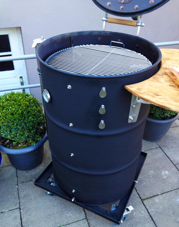bau und einweihung meines h sslichen tonnen smoker grillforum und bbq. Black Bedroom Furniture Sets. Home Design Ideas