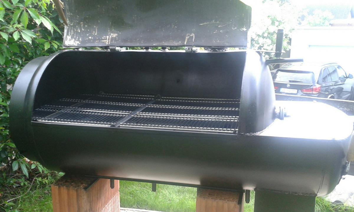 mein selbstgebauter smoker aus einem pufferspeicher grillforum und bbq. Black Bedroom Furniture Sets. Home Design Ideas