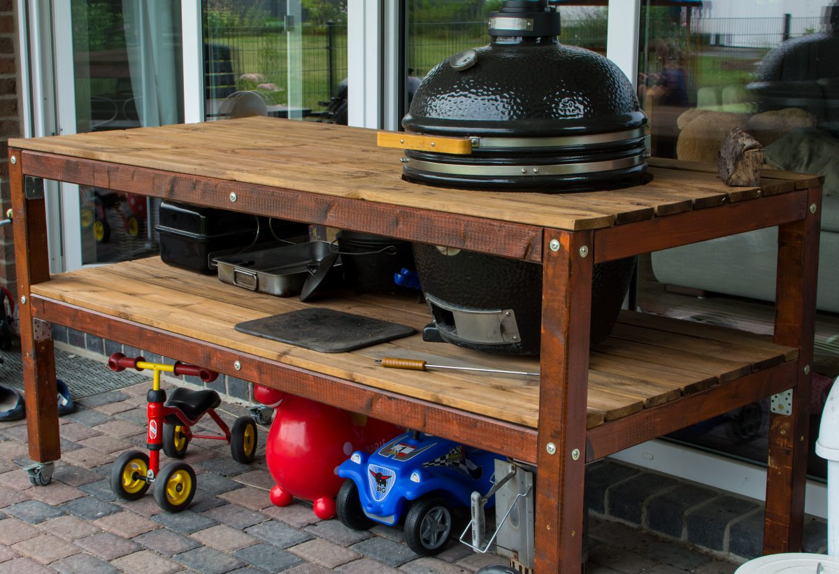 verkaufe selfmade kamado grilltisch bei bedarf mit. Black Bedroom Furniture Sets. Home Design Ideas