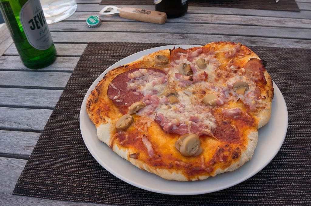 weber q 3200 pizzastein pizza grillforum und bbq. Black Bedroom Furniture Sets. Home Design Ideas