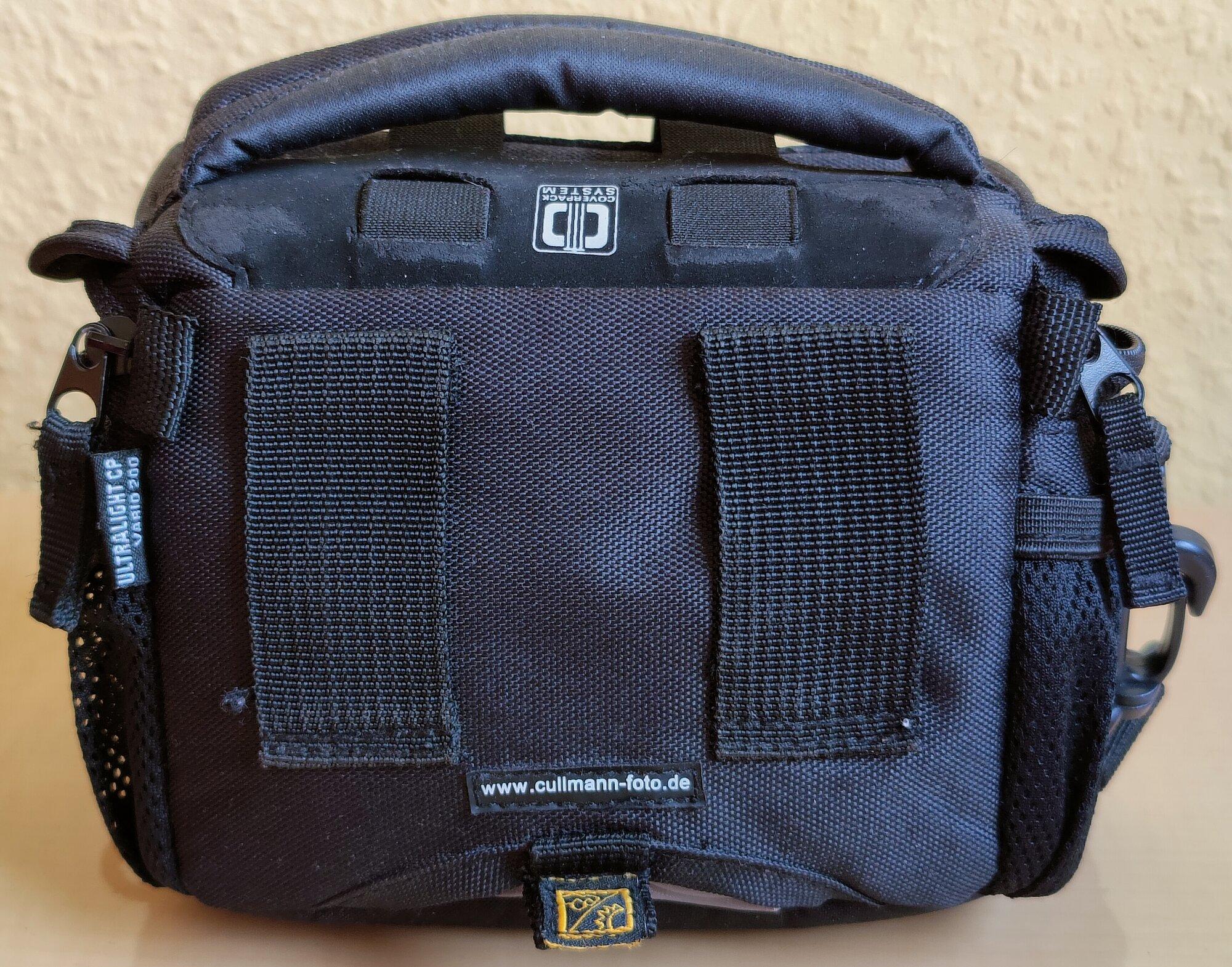 X100 - 10 - Cullmann-Tasche Rückseite, Schlaufen, Regenschutz.jpg