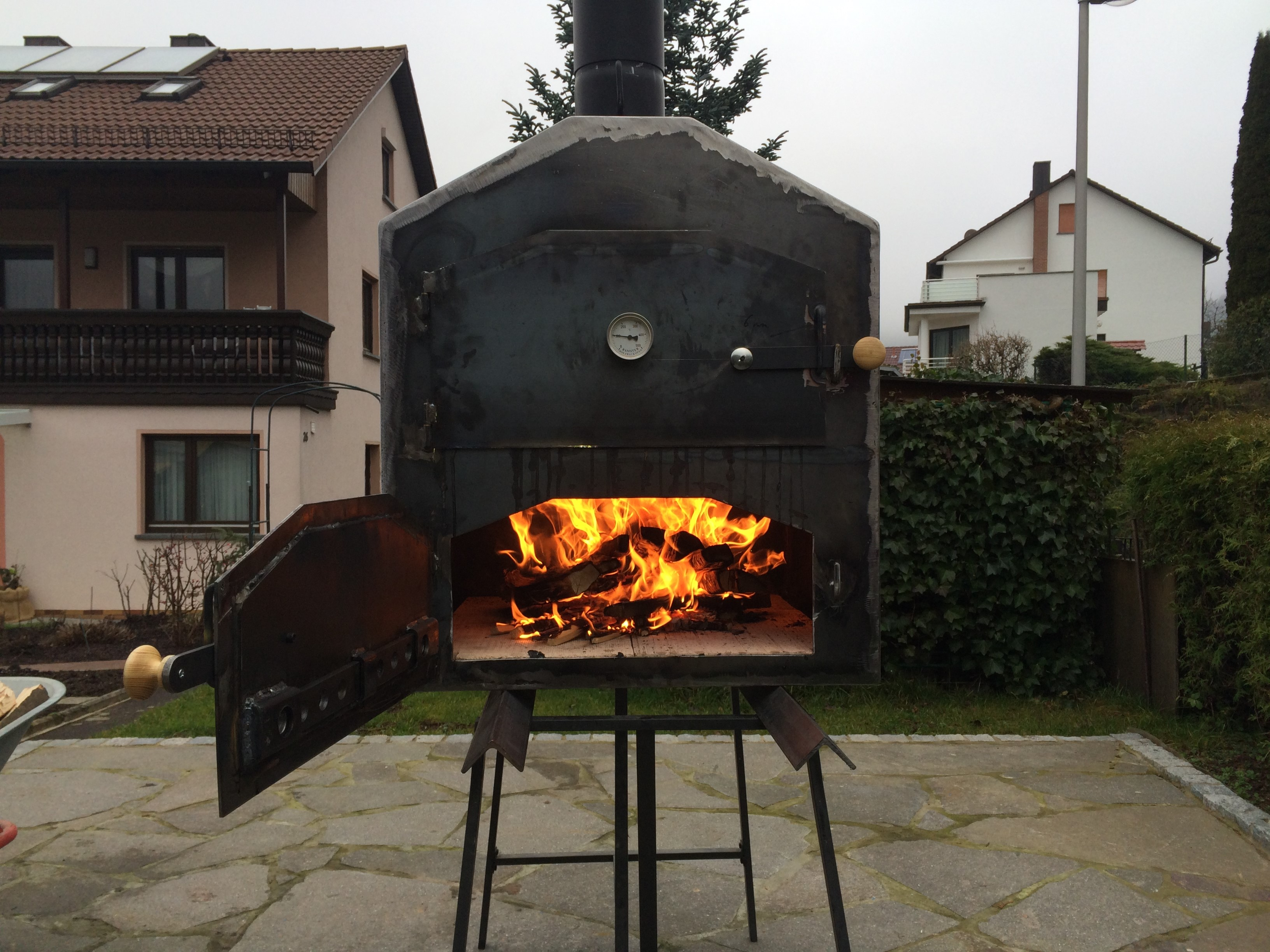 Holzbackofen outdoor kuche for Outdoor kuche grill