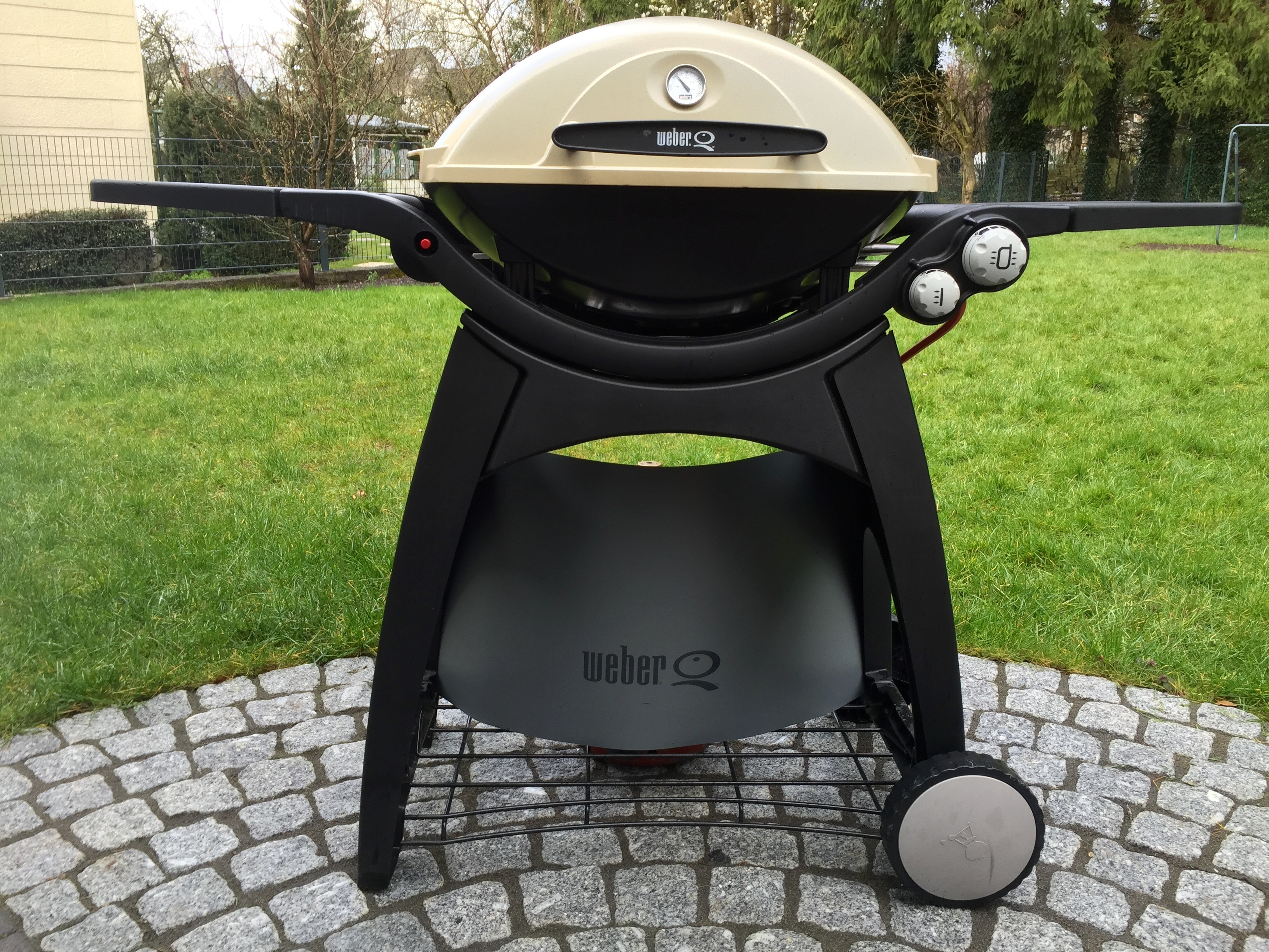 verkauft weber q300 mit zubeh r grillforum und bbq. Black Bedroom Furniture Sets. Home Design Ideas