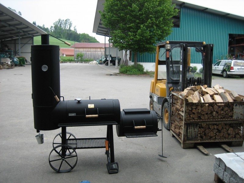 unser neuer joe s bbq smoker 16 chuckwagon grillforum. Black Bedroom Furniture Sets. Home Design Ideas