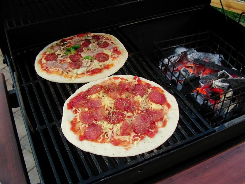 brot und pizza aus der lok grillforum und bbq. Black Bedroom Furniture Sets. Home Design Ideas
