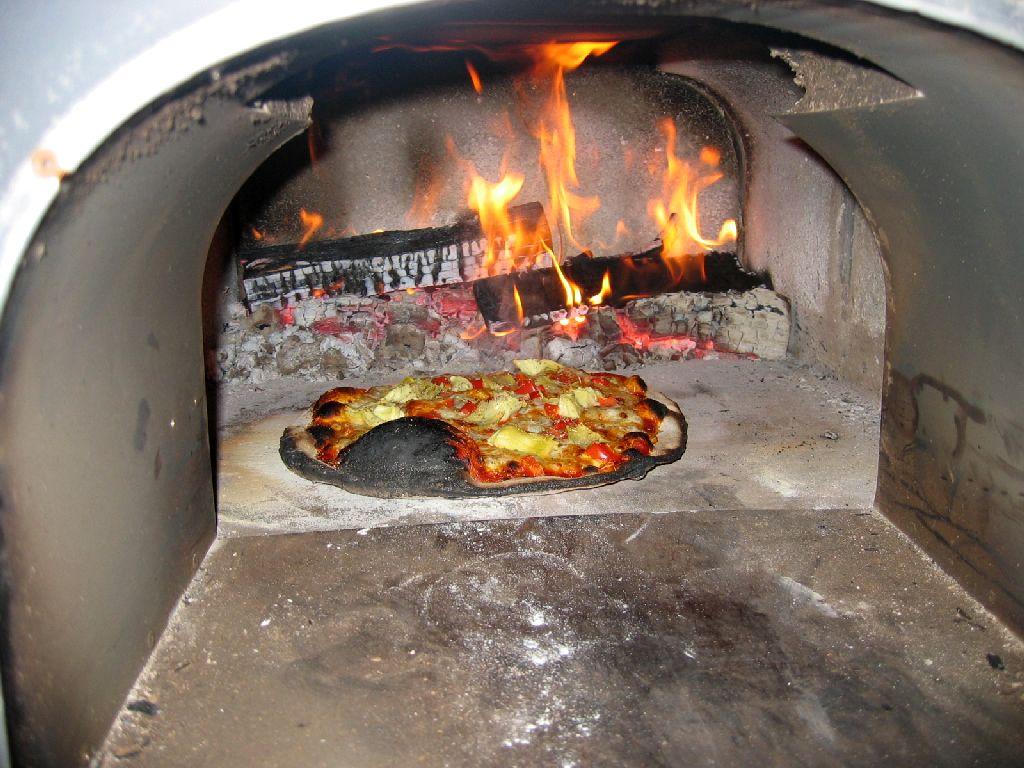 pizza aus dem holzofen grillforum und bbq www. Black Bedroom Furniture Sets. Home Design Ideas