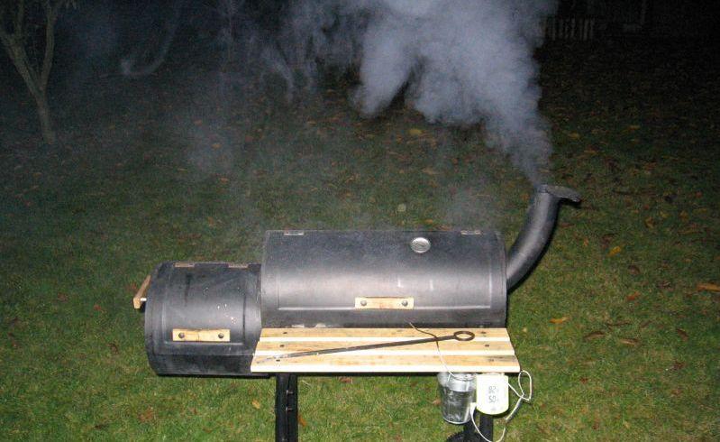 Weber Elektrogrill Raucht Stark : Wie stark qualmt raucht ein gas grill smoker räucherofen ect