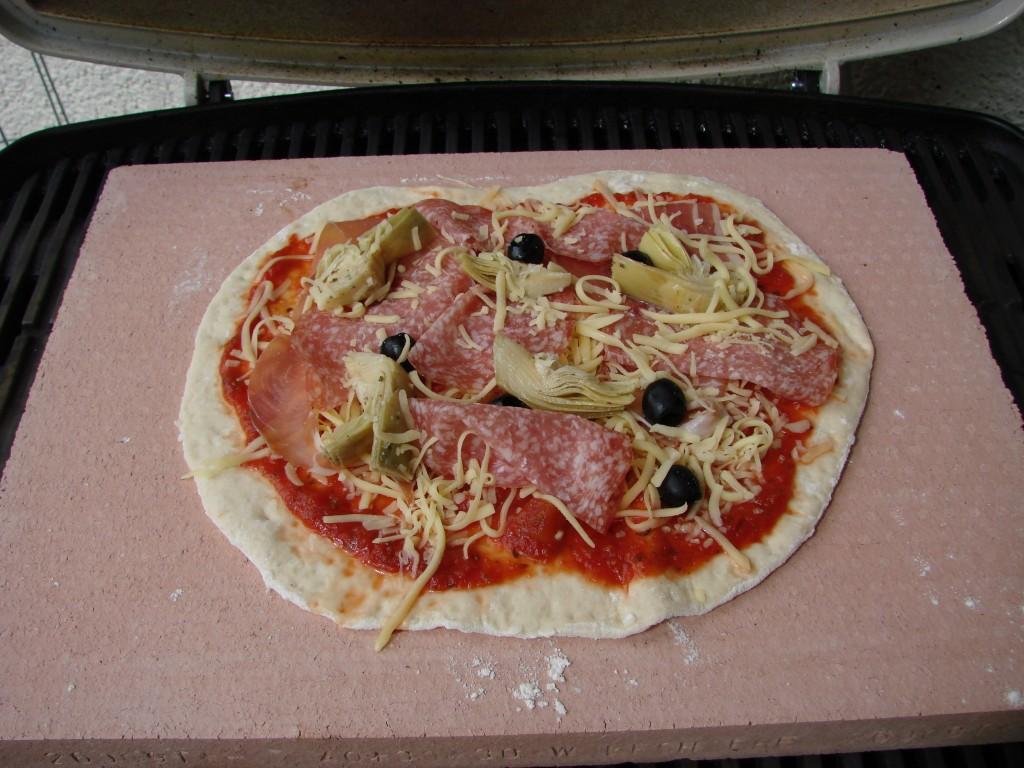 pizza erster versuch auf meinem q300 grillforum und bbq. Black Bedroom Furniture Sets. Home Design Ideas
