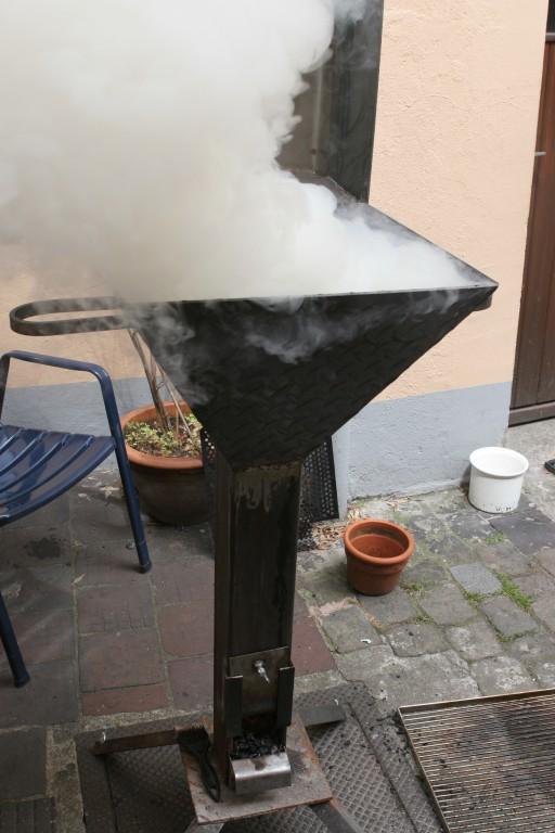 wie stark qualmt raucht ein gas grill smoker r ucherofen ect seite 2 grillforum und bbq. Black Bedroom Furniture Sets. Home Design Ideas